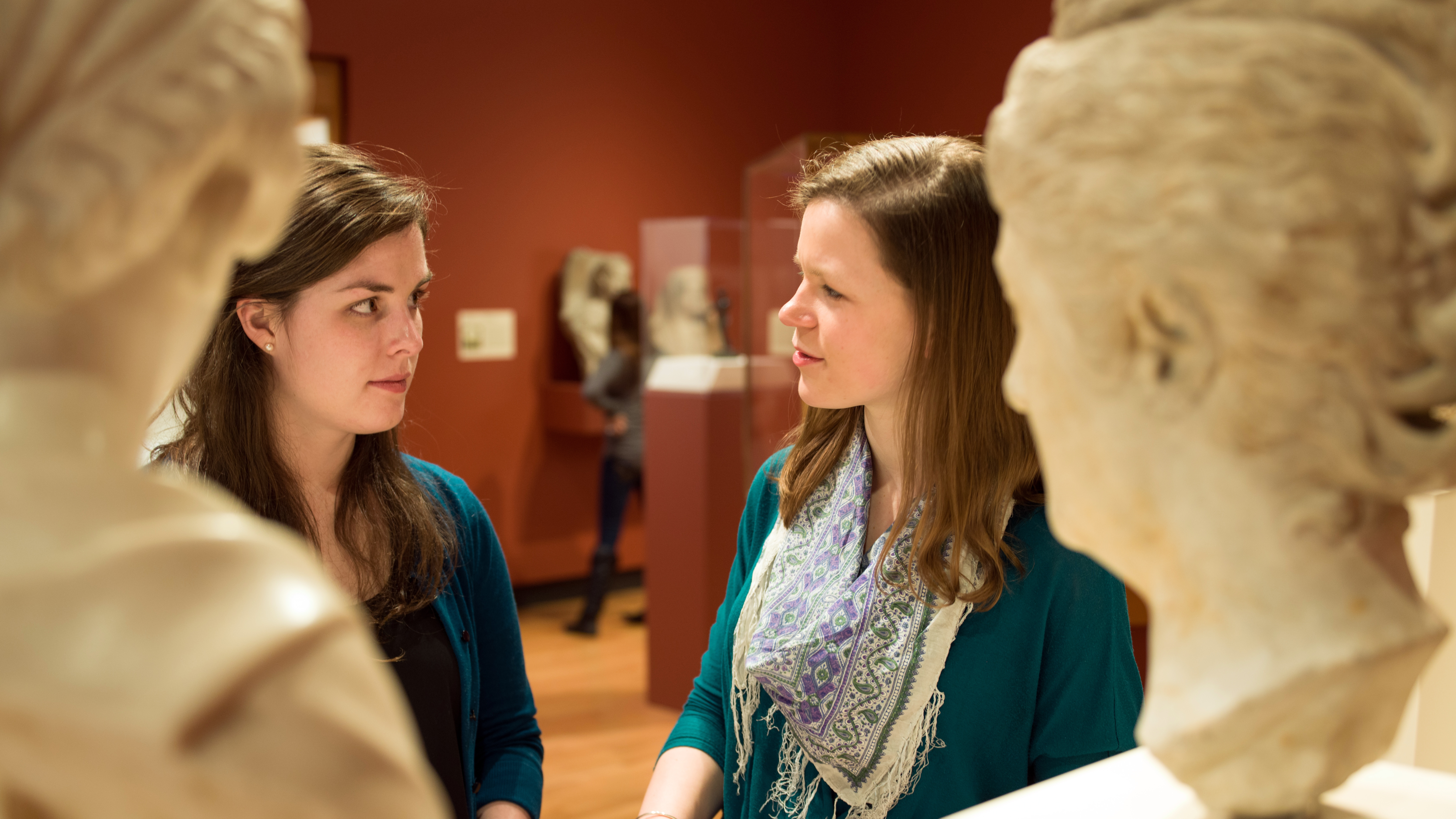 A conversation in the Art Museum