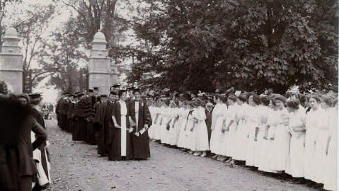 Dedication of the Field Memorial Gate on Founder's Day, 1912