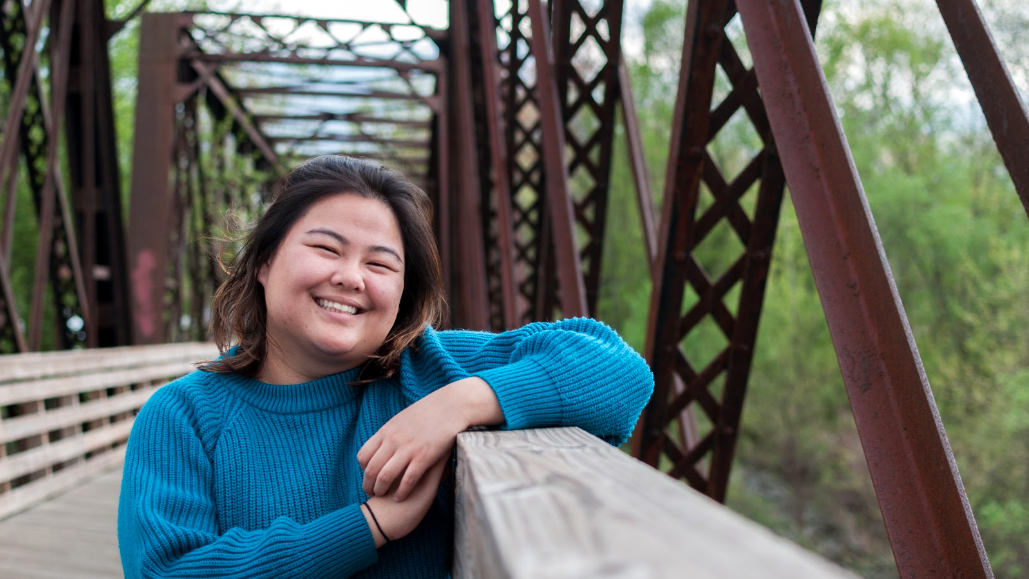 Camille Gladieux '18 at the Norwottuck Rail Trail bridge. Photo courtesy of Sally Ma '18.