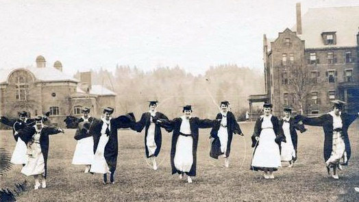 Seniors jumping rope on Skinner Green, circa 1910