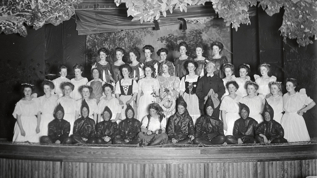 "1909 photo of the ""Beauty and Beast"" Senior Show"