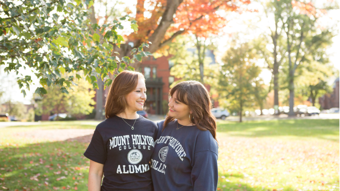 Xiomara Núñez '20 with her mother Robin Pelletier '90 during Family and Friends Weekend