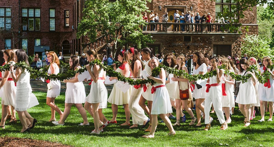 Graduating students during the Laurel Chain parade