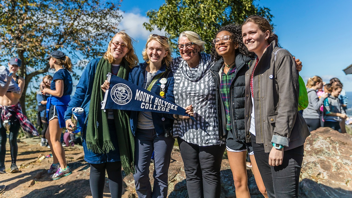 Photo of Acting President Sonya Stephens and a group of students on Mountain Day