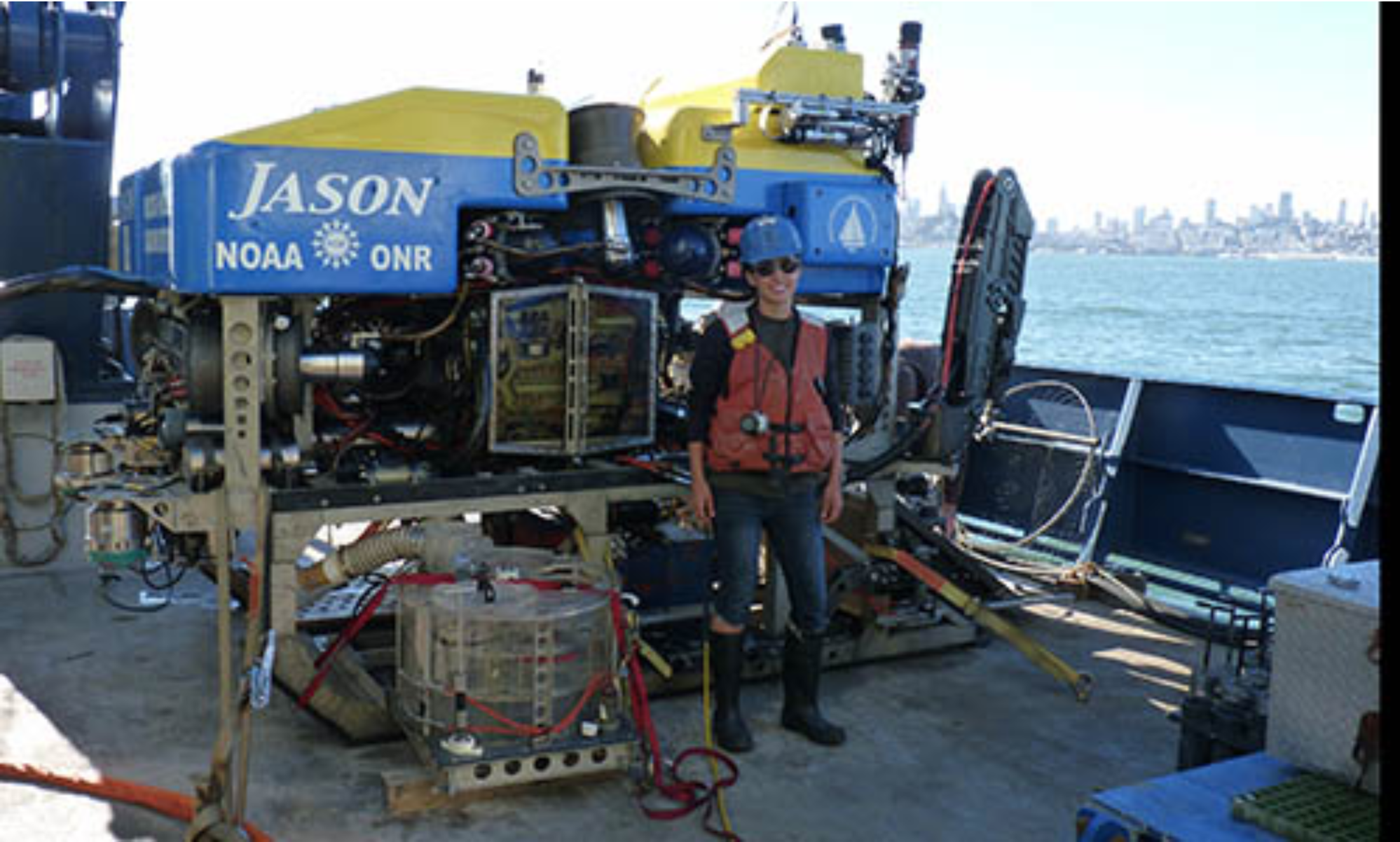 Mount Holyoke alum finds microbial gold in ocean muck