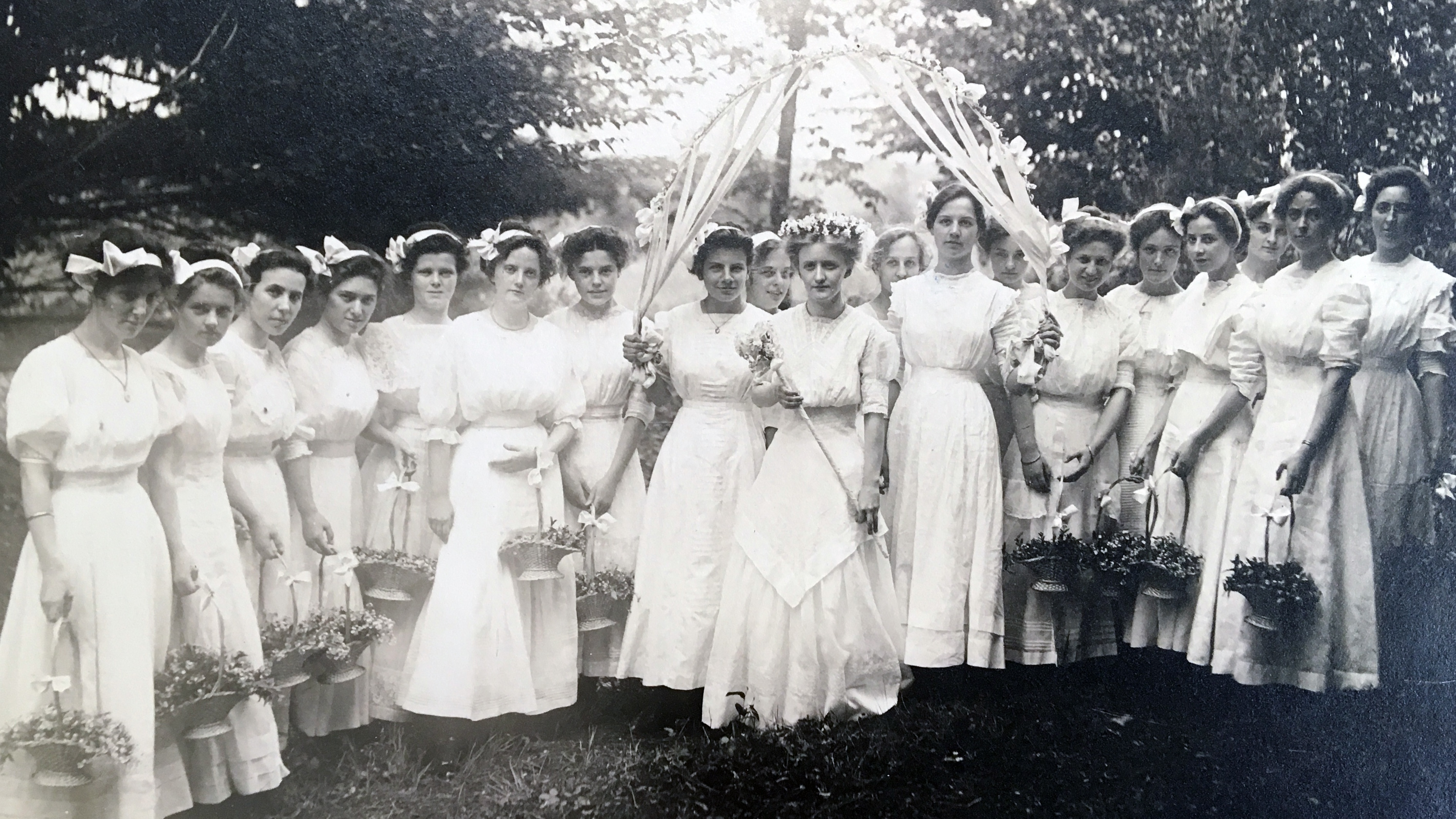 May Day queen and court, 1910