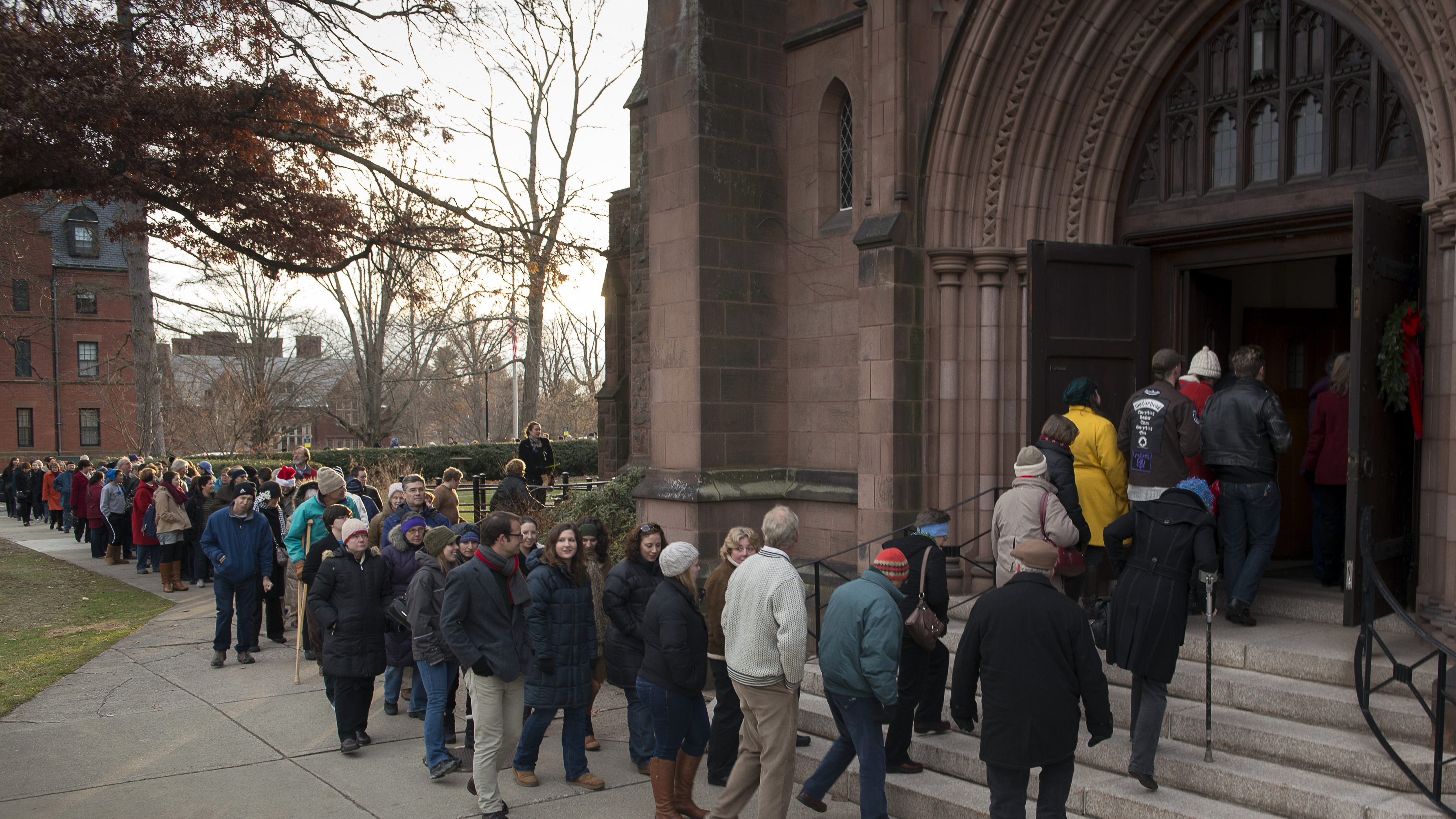 The crowd arrives at Abbey Chapel